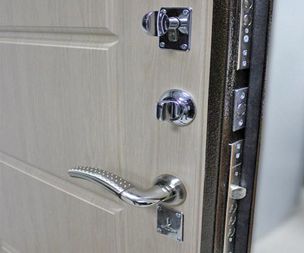 Как выбрать надежную входную дверь