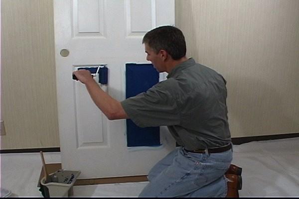 Как покрасить межкомнатную дверь своими руками фото