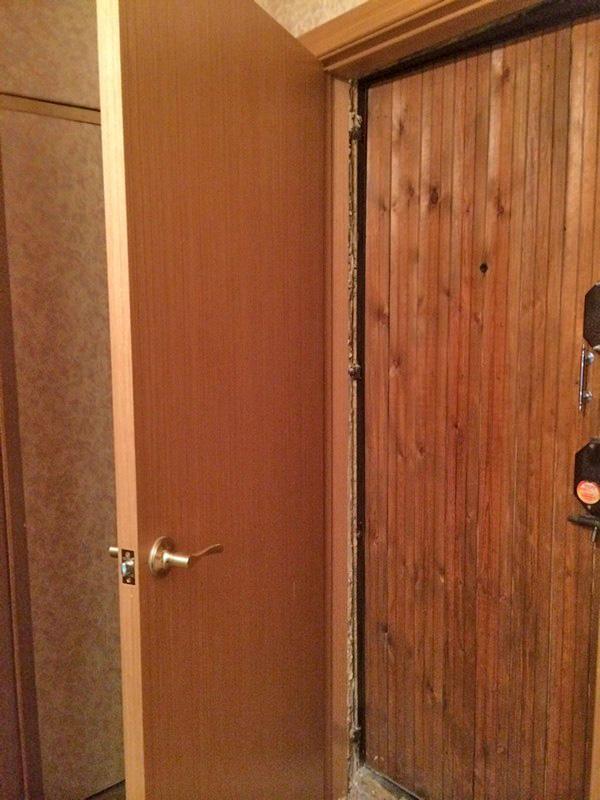как установить вторую входную дверь своими руками