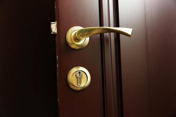 Как выбрать бронированную дверь