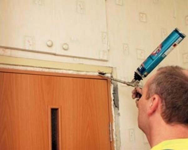 как установить входную деревянную дверь фото