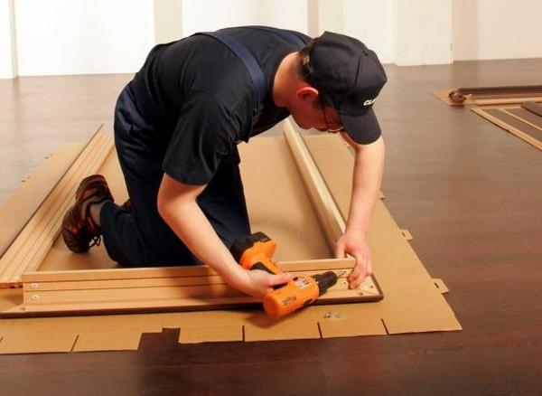как установить деревянную дверь фото