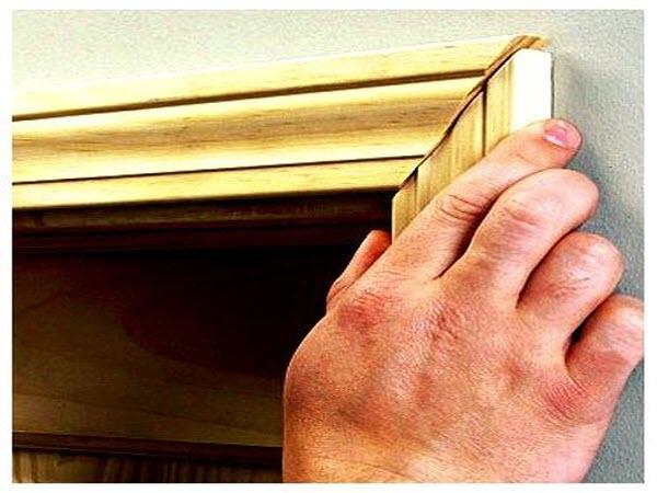 установка наличника на межкомнатную дверь
