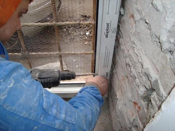 установка пластиковой двери на балкон фото