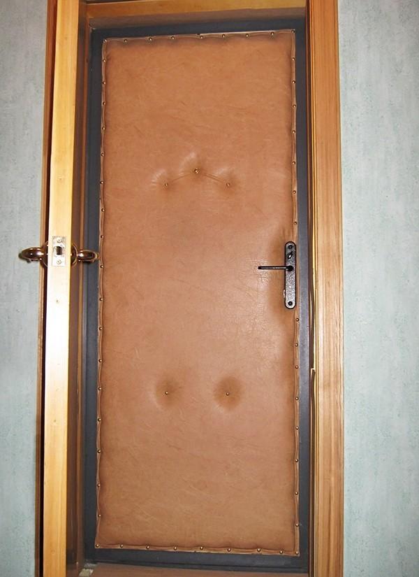 установка второй входной деревянной двери
