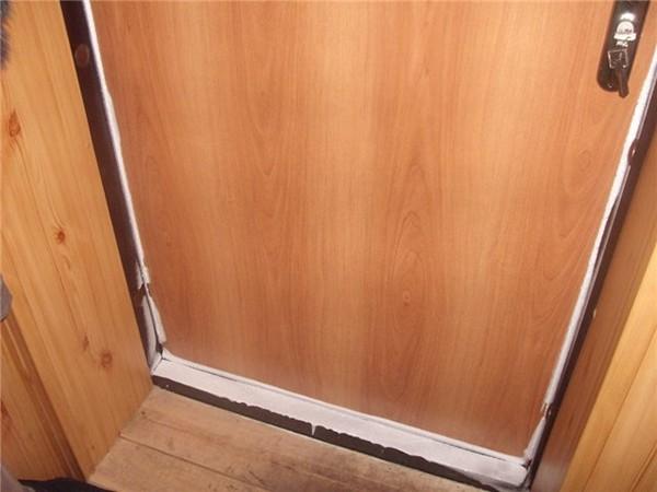 Конденсат на металлической двери фото