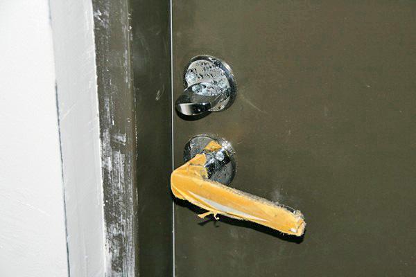 Конденсат на входной двери фото