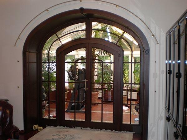 арочные двери входные фото