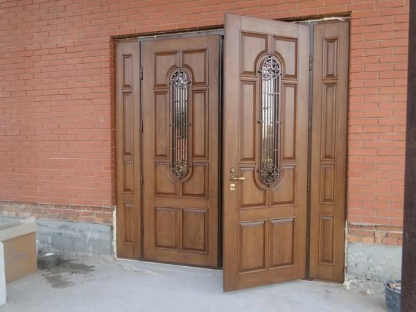 наружные двери двустворчатые фото