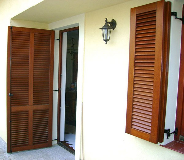 двери жалюзи деревянные фото