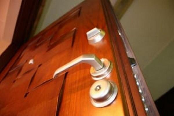 хорошая входная дверь в квартиру фото