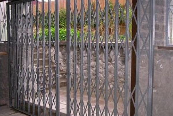 решетчатые раздвижные двери фото