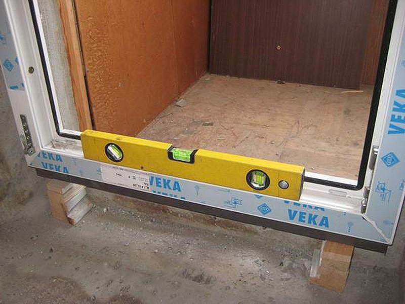установка балконной двери фото