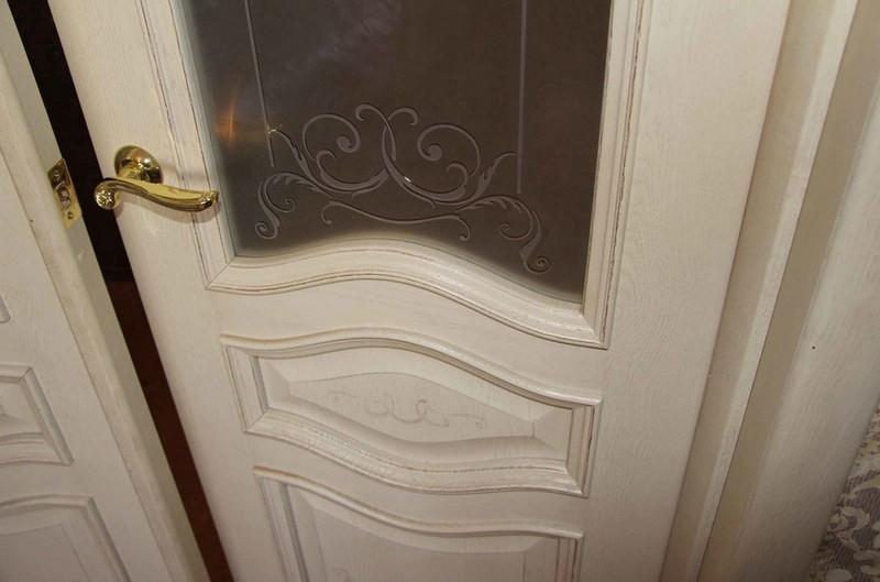 белые двери с патиной фото