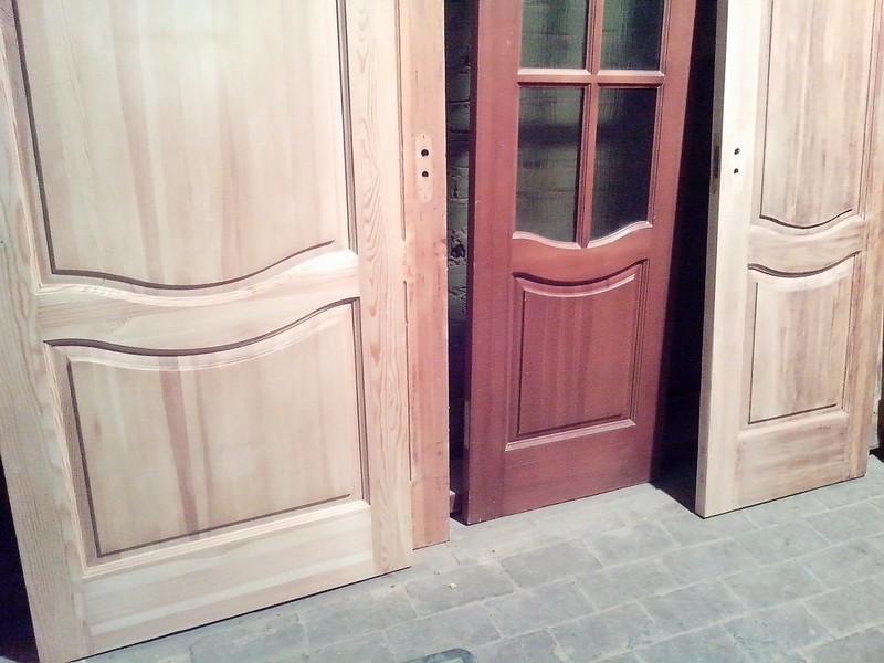 выбор краски для дверей