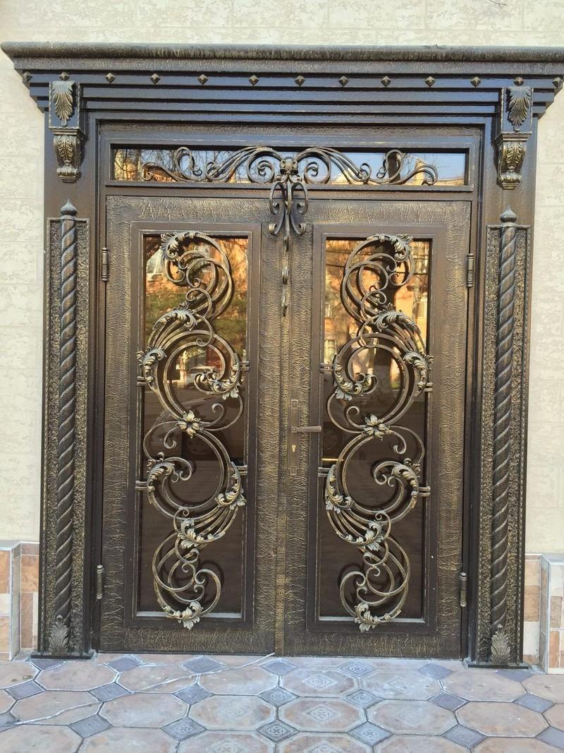 кованые входные двери фото