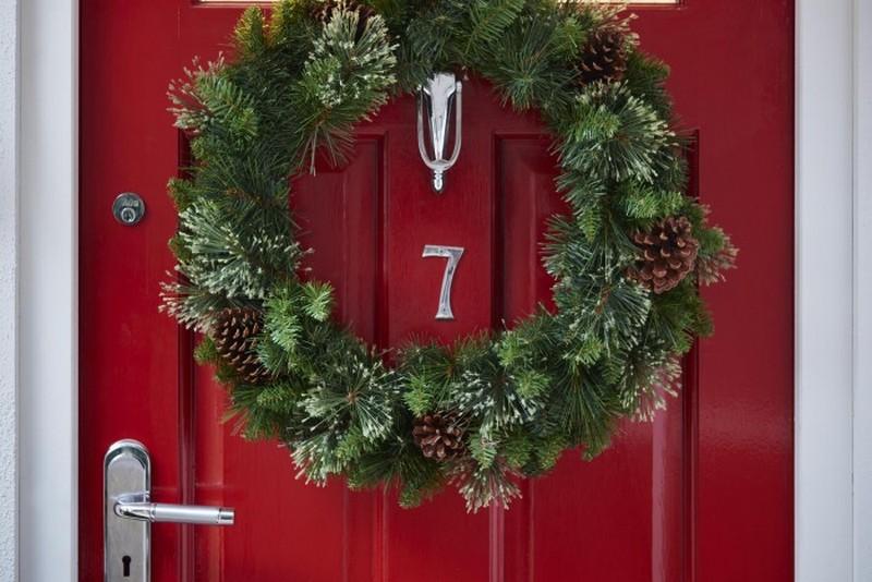 как украсить дверь на новый год фото