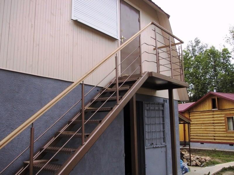 металлическая дверь на чердак фото