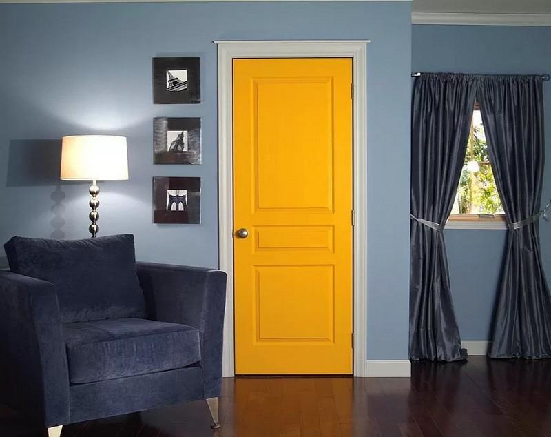 яркий цвет дверей в интерьере фото
