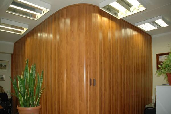 двери пластиковые гармошка  фото
