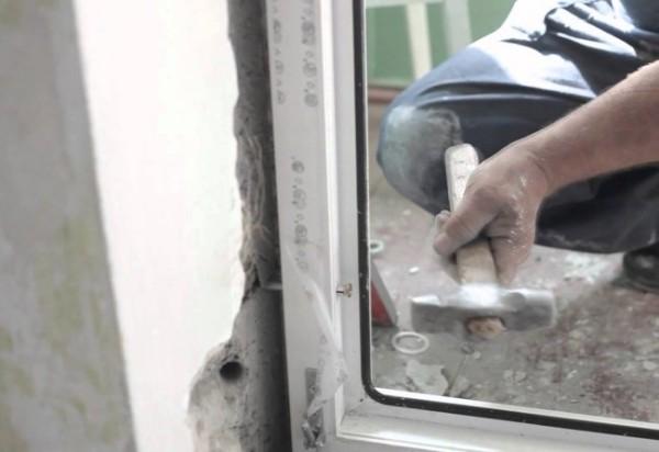 установка пластиковых дверей фото