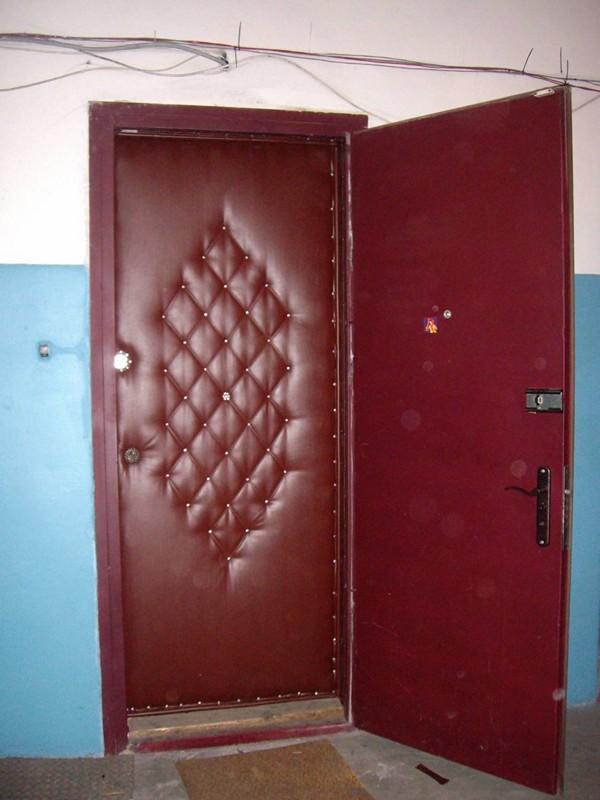 Обшивка двери дерматином фото