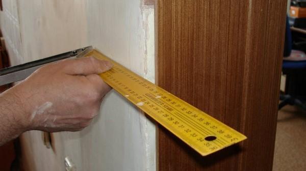 как установить доборы на дверь