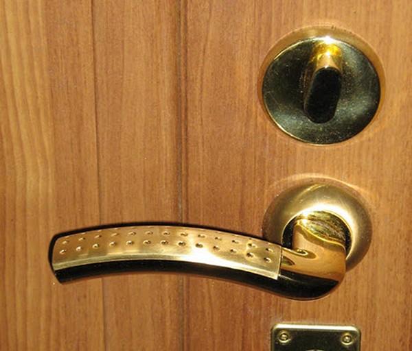 Как отремонтировать ручку входной двери