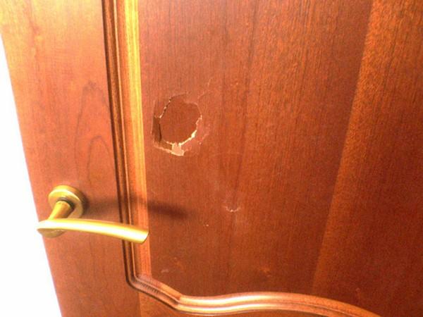 Как убрать скол на деревянной двери