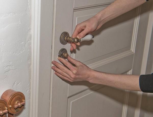 Замена дверной ручки входной двери