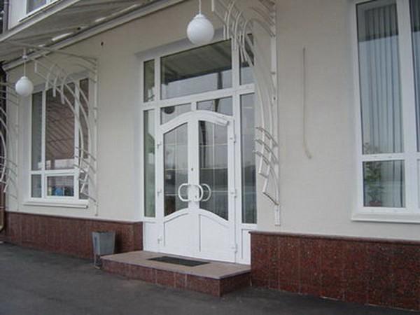 арочные пластиковые двери фото
