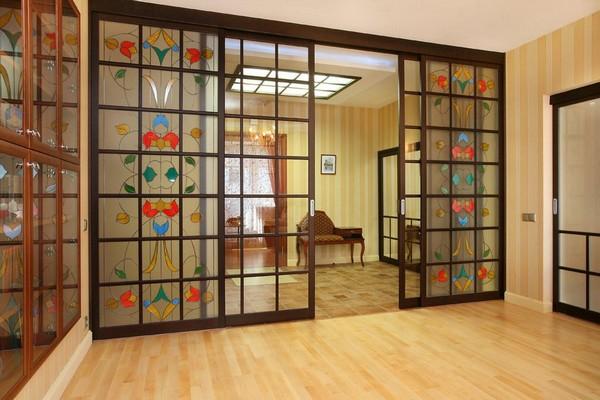 раздвижные двери с витражами фото