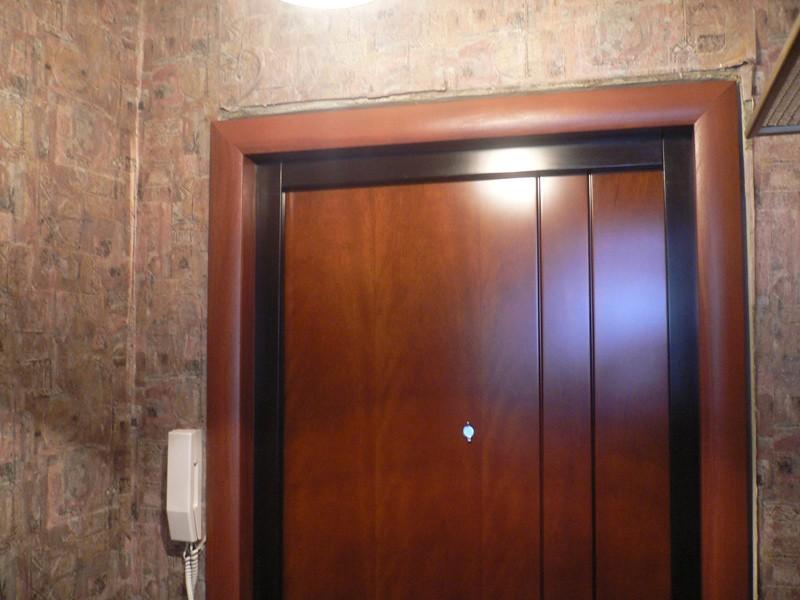 декоративная отделка входных дверей фото