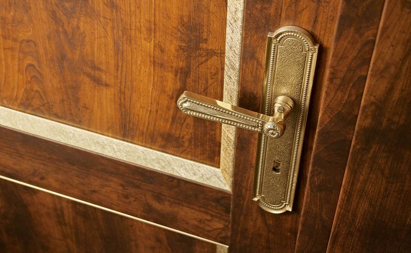 деревянные филенчатые двери фото