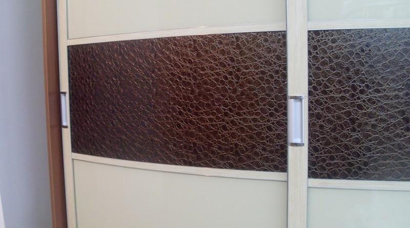 двери для шкафа купе с кожей фото
